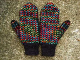 Fiesta mittens back