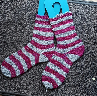Silver maggentra striped socks